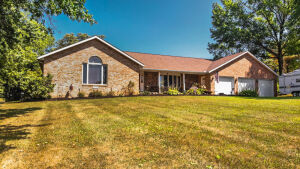 2-Auctions in Lake Harmony * Spacious Brick Ranch & Premier Building Lot