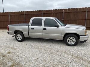 2006 Chevrolet Silverado 1500 LT Pickup, 4 Door, 157672 Miles, Bed Cover