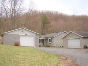 Three Bedroom Home with Big Shop Near Stonewall #2173