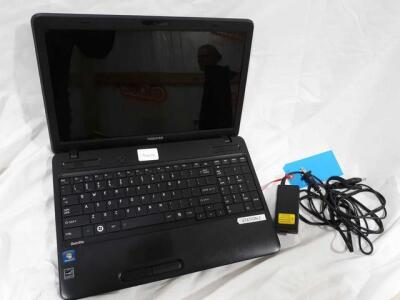 Toshiba 15 inch screen laptop includes power cord - Windows 7