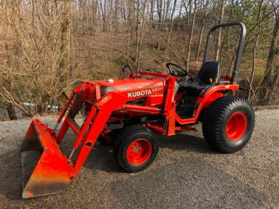 Kubota Tractor with front-end Loader