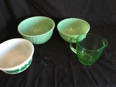 Variety of vintage mixing bowls/pitcher (some Fire King  & Hazel Atlas pieces)