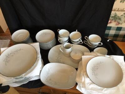 Noritake Breeze Contemporary Fine China Made in Japan: 12 plate, 12 salad plates, 12 dessert plates, 11 cups & saucers, serving bowl, serving platter, creamer & sugar bowl