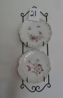 Metal Wall Plate Holder with 2 Plates