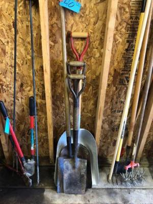 4 various sized shovels