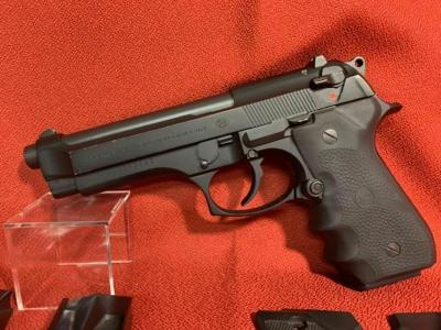 BERETTA Model 92 F 9mm Pistol - 5' Barrel - 3 Mags - Hogne Grips and Original Grips