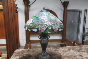 TIFFANY STYLE - DECORATIVE LAMP - 25 INCHES TALL