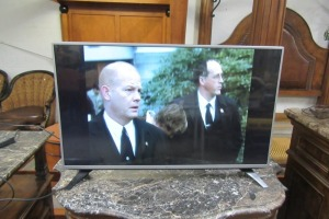 LG - 43 INCH - FLAT SCREEN TV - WORKS