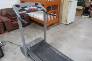 HEALTH RIDER - TREAD MILL - NEEDS KEY TO START
