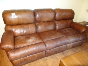 Brown leather Sofa - Reclines