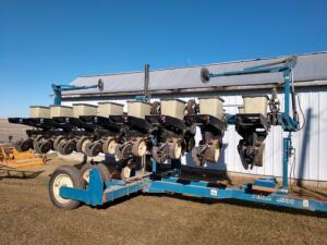 1996 Kinze 2500 8-15 Planter SN 900358 ONLY 8 Corn and 8 Bean Meters