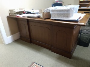 TOP QUALITY OFFICE DESK, ALL WOOD DESIGN, 7 DRAWER, THIS IS A VERY STURDY DESK . WE TOOK TOP OFF TO MOVE AND WILL MAKE IT MUCH EASIER FOR YOU TO INSTALL IN YOUR OFFICE.