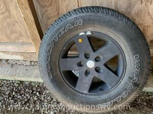 Goodyear P255/75R17 Jeep tire