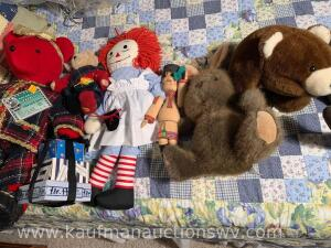 Stuffed bears and Raggedy Ann doll