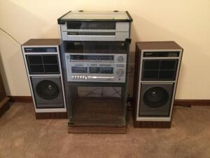 Classic Stereophonic system by Sound Design AM/FM, cassette and turntable with speakers This will take you back to your high school days
