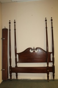 ANTIQUE QUEEN SIZE 4 POSTER BED
