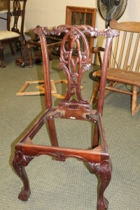 VINTAGE HAND CARVED ENGLISH 1800'S STYLE DINING ROOM CHAIR