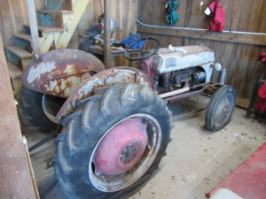 FORD 8M TRACTOR