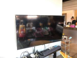 "60"" Samsung TV With wall mount good condition"