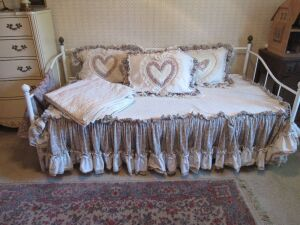 White trendle bed