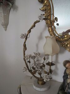 Ornate floral lamp w/ marble base