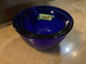 Arcoroc France 3pc blue glass mixing bowl set