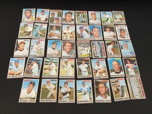 Lot of 1970 Topps Baseball Cards