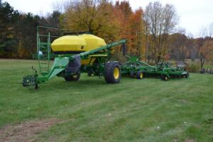 2001 John Deere 1860 Grain Drill with 1900 Seed Cart