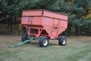 Killbros 350 gravity wagon with bin extensions on JD 1065 gear