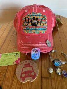 "Snappy Chicks ""Best Dog Mom Ever"" Package and Make It Yours License Plate"