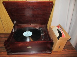 GROSLEY RECORD PLAYER-LR