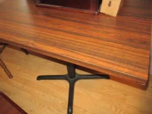 PEDESTAL TABLE-LR