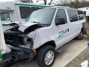 2010 Ford E-350 Van - Wrecked