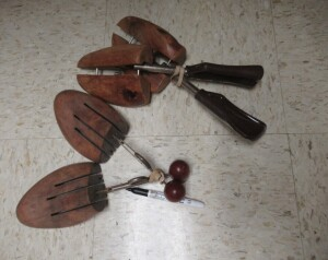 4 VINTAGE SHOE STRETCHERS -3