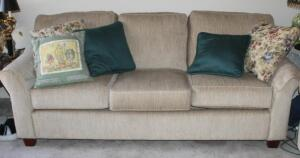 "Justice Furniture Upholstered Three Cushion Couch, 32"" x 85"" x 35"", Made In USA, Includes Throw Pillows, Matches Lot 52"