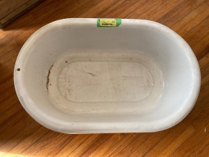 Enamel wash tub - measures 28 x 18