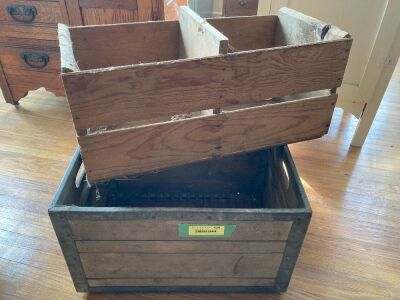 Borden's dairy crate with wire bottom marked 9-Borden's-60 Marshalltown and Los Reyes Oranges fruit box