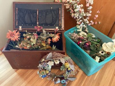 Vintage 26x14x18 trunk and many artificial florals