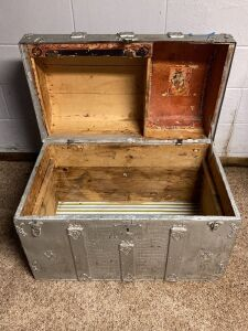 Vintage steamer trunk - no handles and no inside liner tray