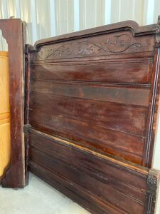 ANTIQUE WOODEN HEADBOARD AND FOOTBOARD WITH WOODEN SIDE RAILS