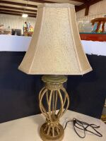 ORNATE STYLE TABLE LAMP WITH SHADE - 3
