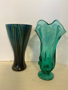 GREEN ART GLASS VASE AND SCALLOPED GREEN VASE