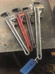 Lot of wrench pipes