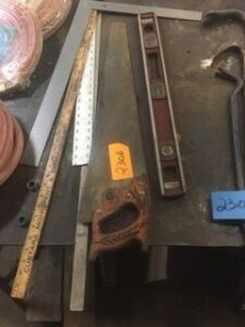 Lot of handsaw, meter sticks, angle and level