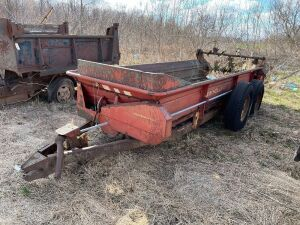 676 New Holland manure spreader