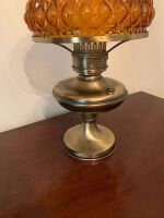BRASS TABLE LAMP WITH AMBER GLOBE - 3