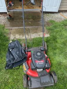 Troy Bilt 21 inch self propelled lawnmower w/ Honda motor, with bagger, has compression