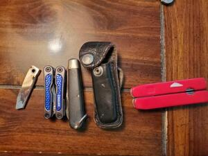 Lot of assorted knives and multi tools