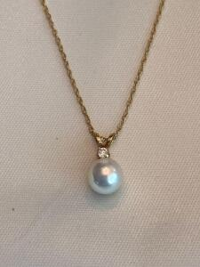 14 karat gold chain with diamond and pearl pendant