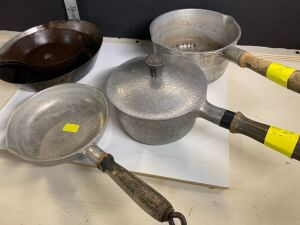 VINTAGE CLUB ALUMINUM COOKWARE AND VINTAGE SKILLETS (6)